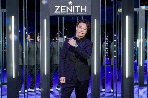 陳奕迅 (Eason)以全球代言人身分,17日晚間以一身黑西裝,帥氣出席真力時(ZENITH)在上海興業太古匯舉辦的DEFY INVENTOR腕表大中華區限量版發表記者會,見著表面、表圈鑲滿5克拉的...