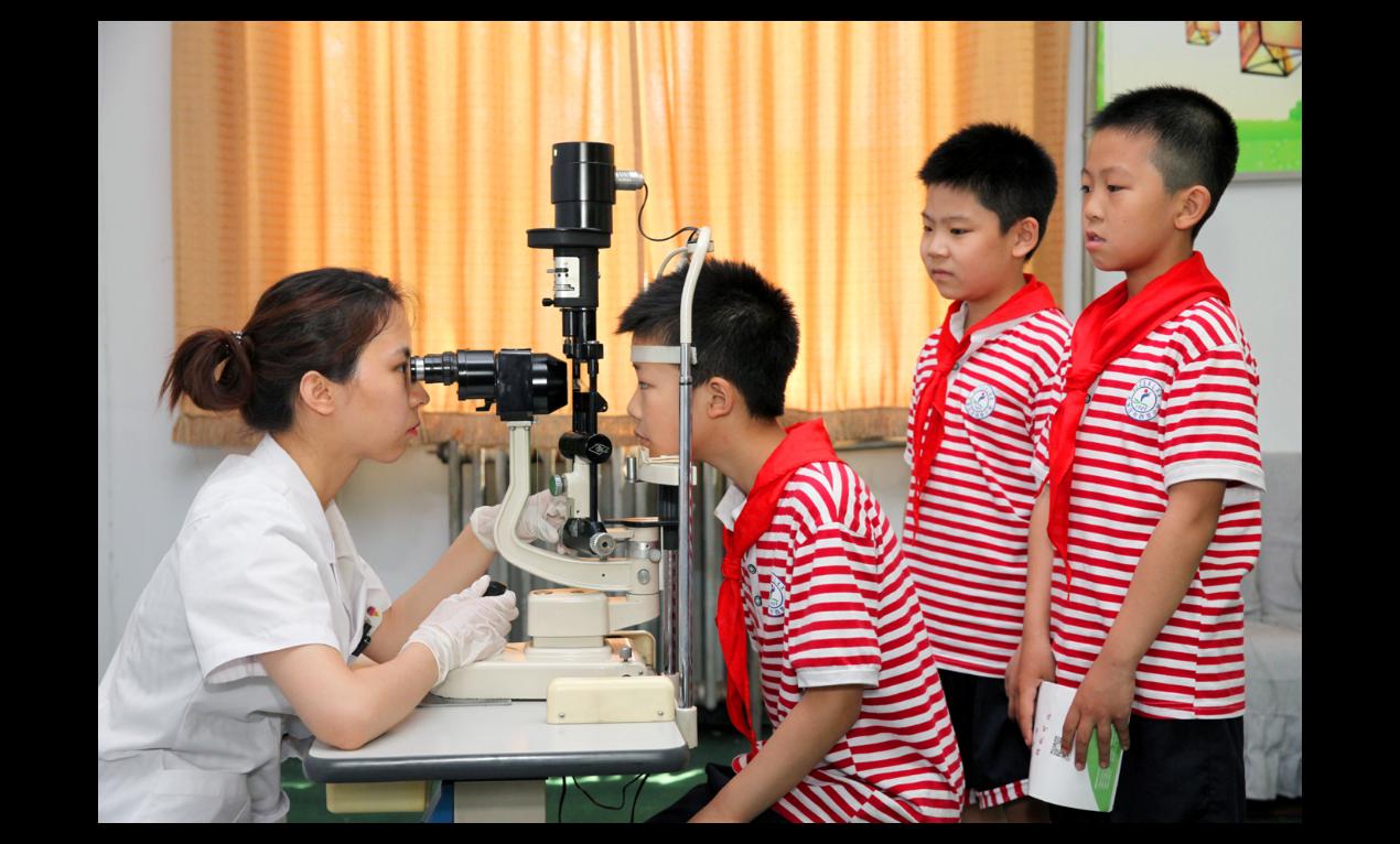 廣東兒童青少年近視率超過五成,為此,廣東省教育廳明確要求,禁止中小學學生將電子產...
