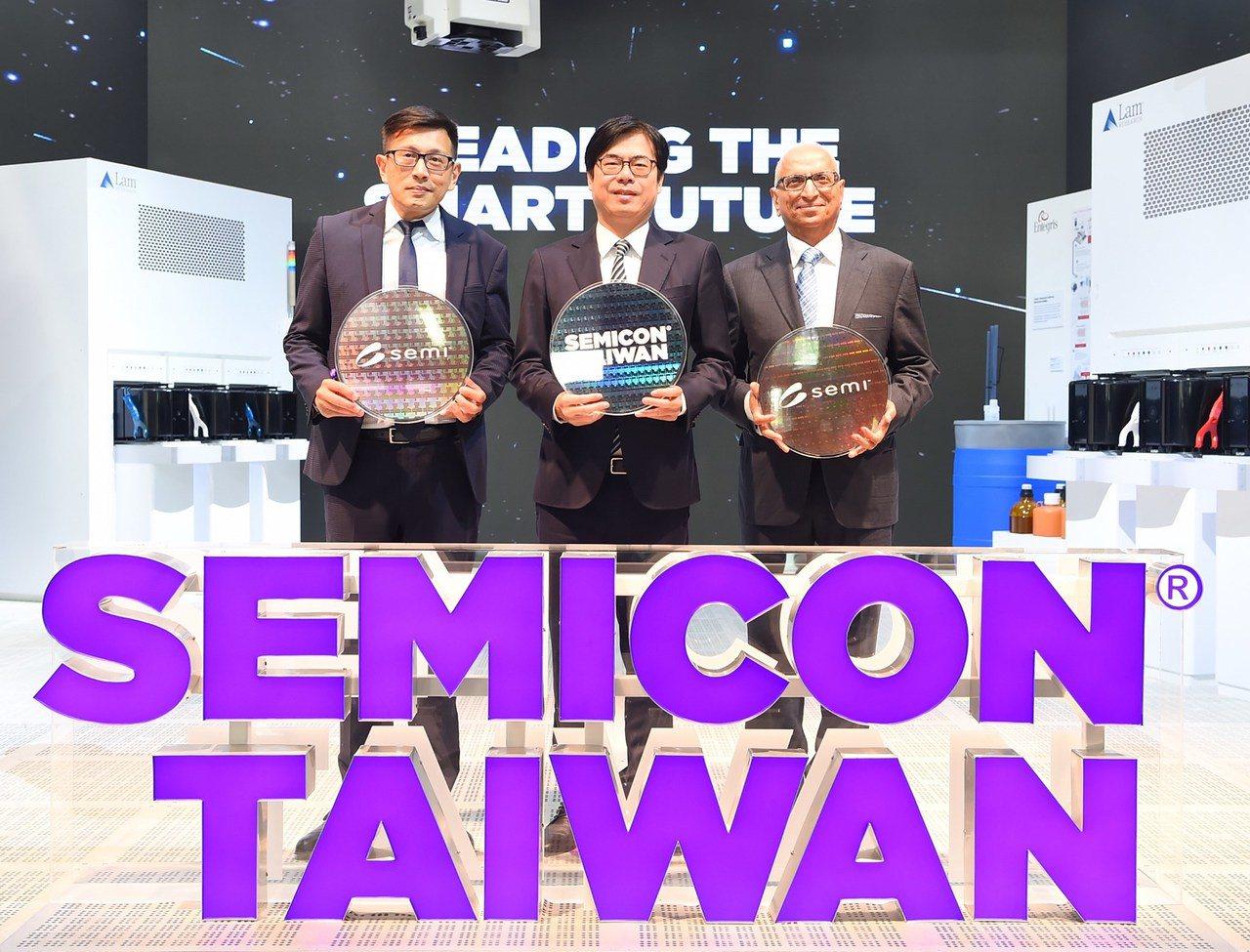 行政院副院長陳其邁(中)18日出席「SEMICON Taiwan 2019國際半...