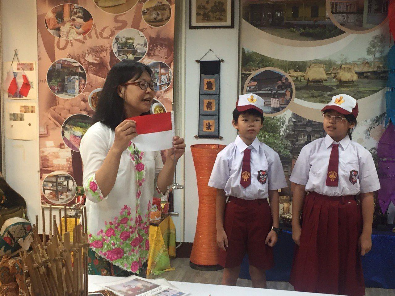 來自印尼的陳珊蘭在5校授課,除了語文教學,還會教導學生DIY印尼美食,如薑黃飯、...
