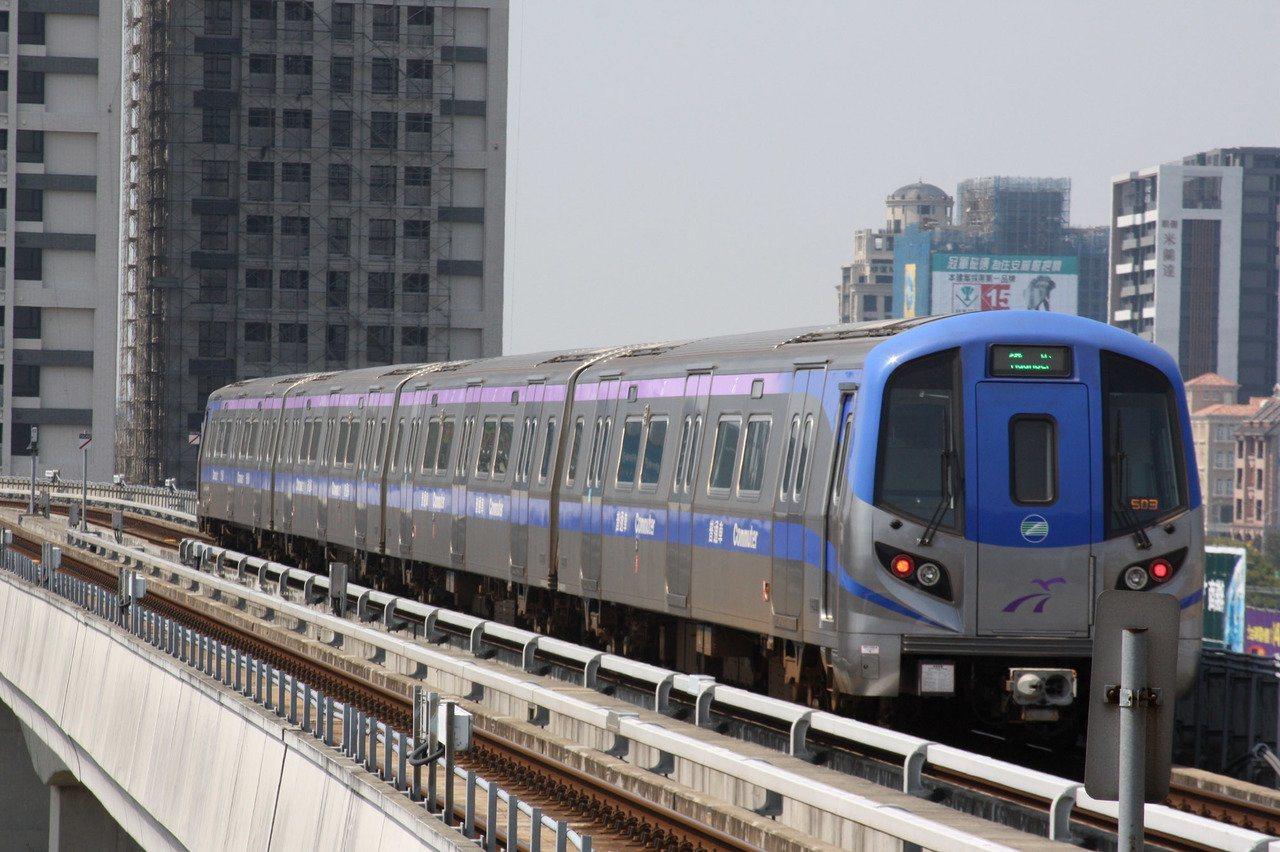 桃園機場捷運全線列車已於下午4點6分恢復正常營運,不過,A1站預辦登機及行李託運...