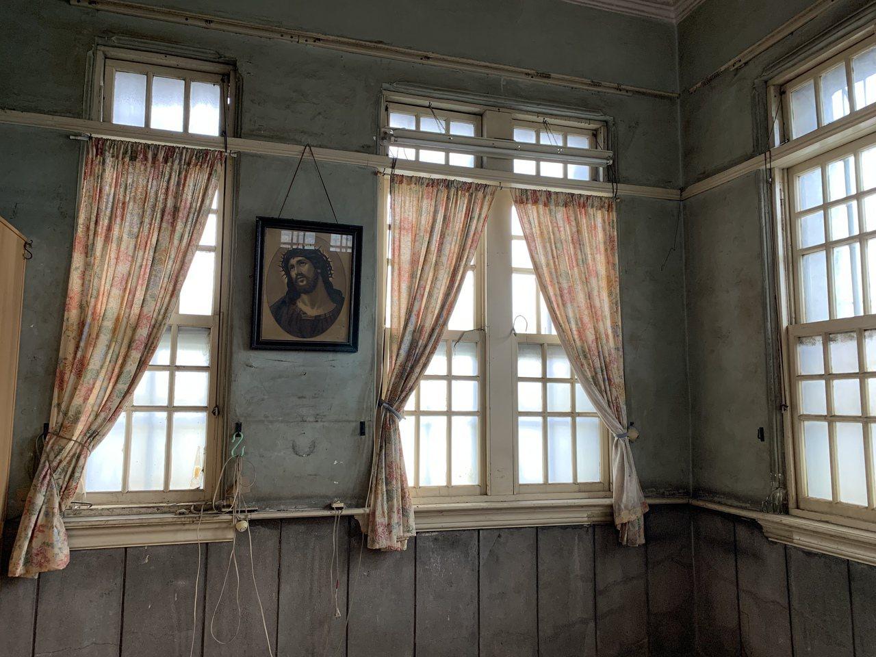 有近百年歷史的屏東市萬年溪畔李宅,當初是李明道先生為愛女興建,父愛深情讓古宅特別...