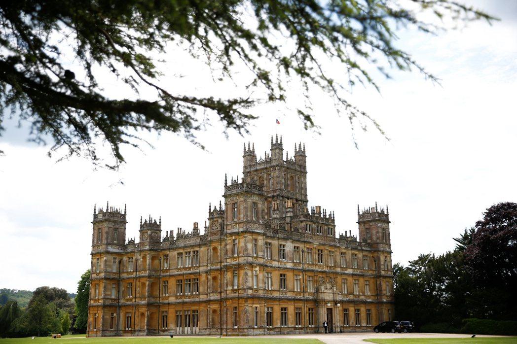 知名英國影集唐頓莊園(Downton Abbey)將正式開放住宿,戲迷有機會在這...