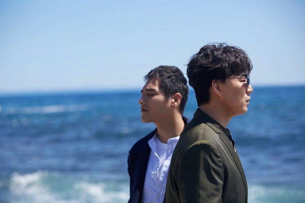 金曲歌王蕭煌奇新單曲MV,邀來金鐘影帝藍正龍合作。圖/環球音樂提供