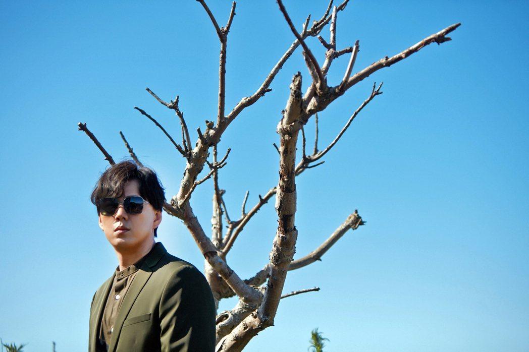 蕭煌奇新單曲「候鳥」數位上架獲佳績。圖/環球音樂