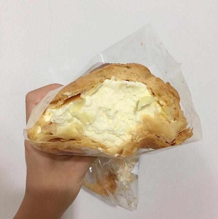 「米琪淋乳凍蛋糕」 泡芙餡料一咬爆漿。IG @hh.daily 提供