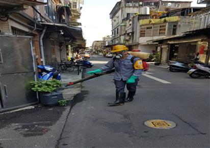 衛生福利部疾病管制署今天公布北市首起本土屈公病病例,為萬華區華中里80多歲男性;...