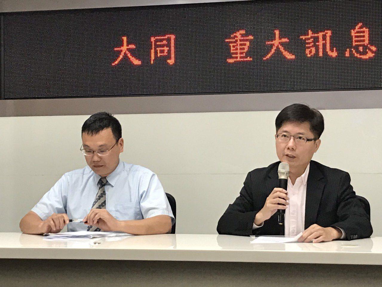 大同發言人彭文傑(右)與華映發言人黃世昌,發布華映董事會聲請破產決議。記者蔡銘仁...