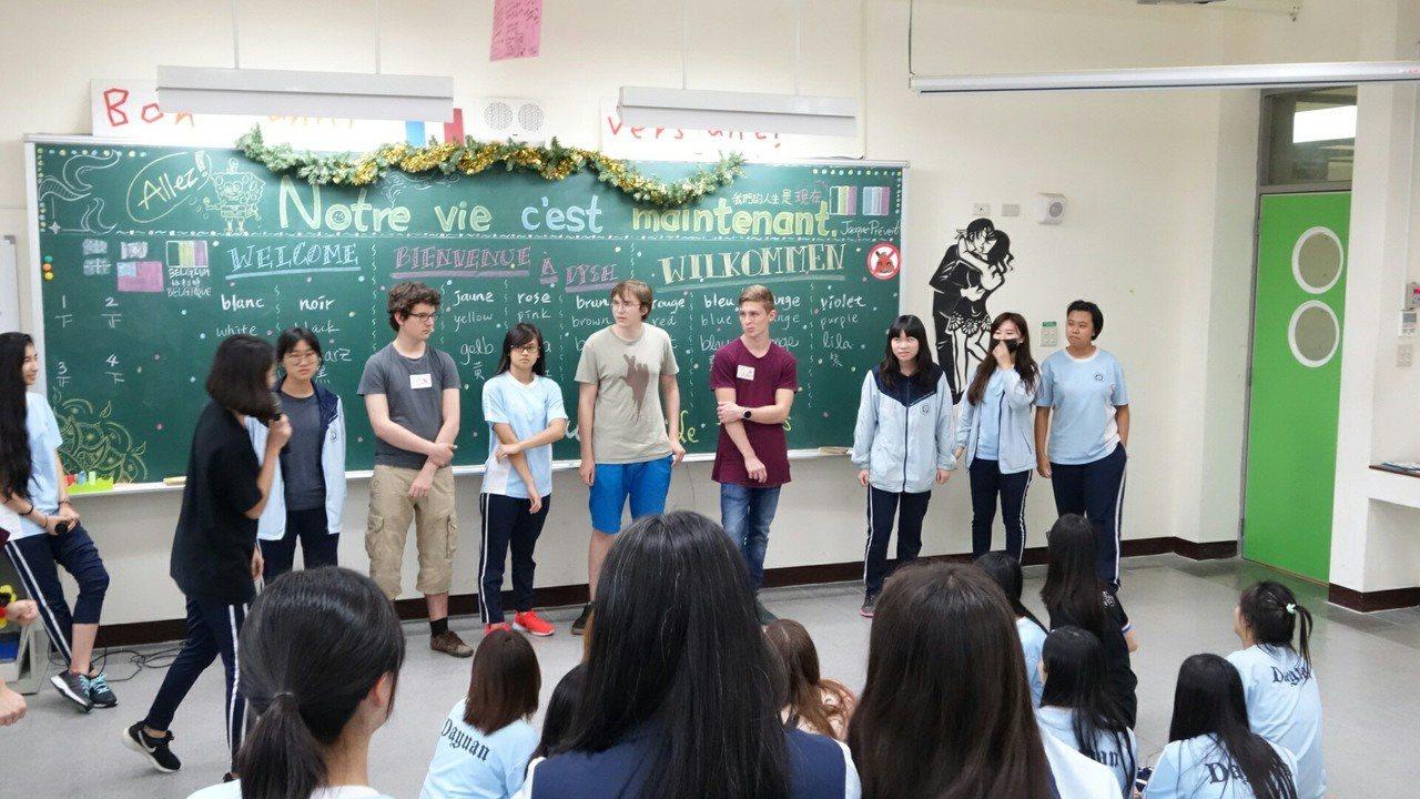 桃園大園國際高中的法語課教師雍惟媛以活潑並生活化的教學方式上課。圖/雍惟媛提供