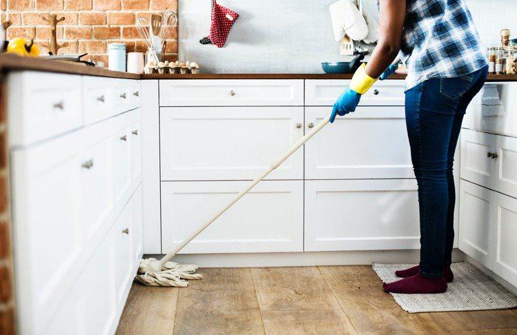 喜歡親自下廚,對於周遭的事物呈現,不只是為了整潔,更是為了一道美味的料理準備更完...