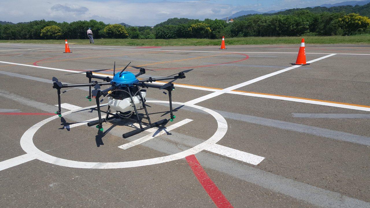 全國首座無人機考照場上周在苗栗市河濱公園啟用,今天下午原本要進行「歷史性」首場術...