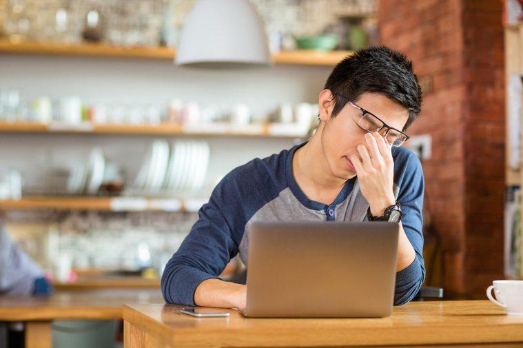 肝臟不好和「疲勞」並不能直接畫上等號,慢性疲勞症候群與肝病有關者只占一成。 圖╱...