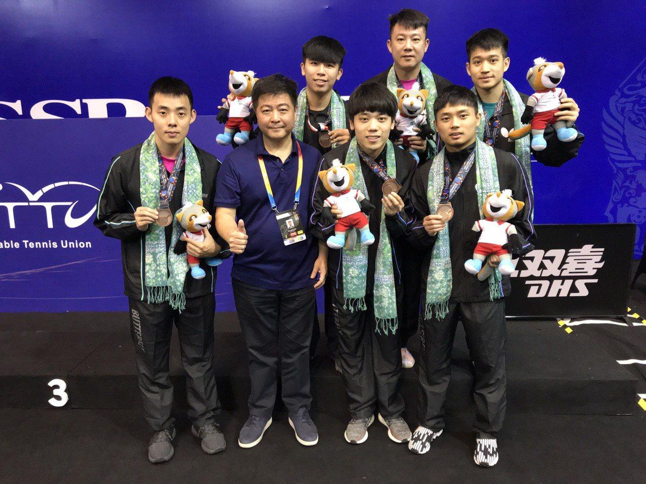 桌球亞錦賽4強賽,中華隊直落3點不敵南韓隊,再度收穫銅牌。 中華桌協提供