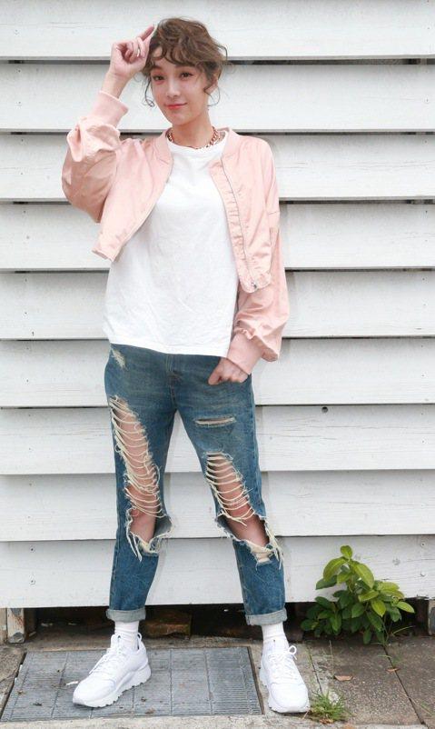 模特兒出身的蔡淑臻轉戰戲劇圈,演技益發自然渾然天成,今年二度以「鑑識英雄」入圍金鐘獎女主角獎項,但她因拍戲時引發舊疾,至今仍在復健,甚至無法再穿高跟鞋當模特兒,19日她接受本報專訪透露自己已經失業多...