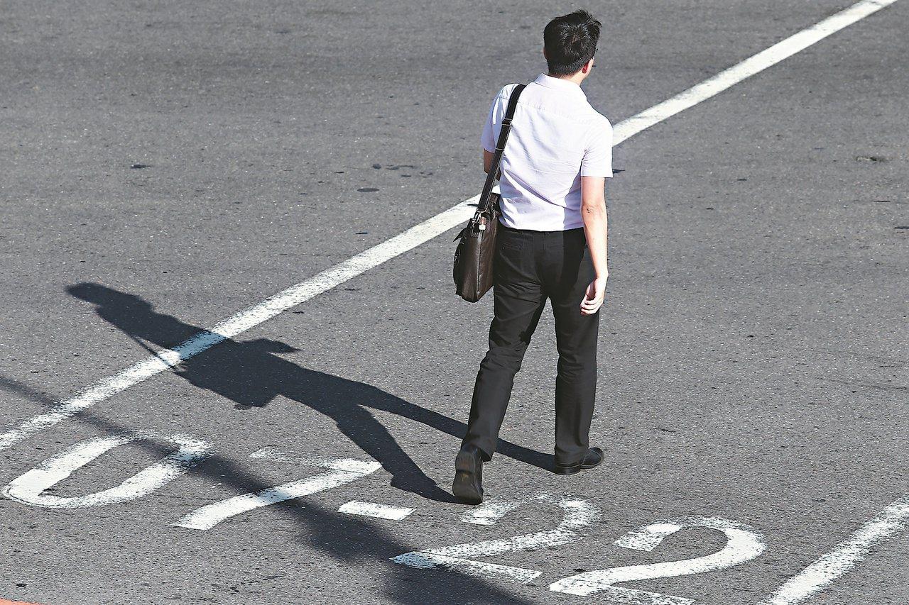 一名網友在大陸工作6年多,薪資待遇不算差,但考量父母年紀大了,讓他有了想回台的念...