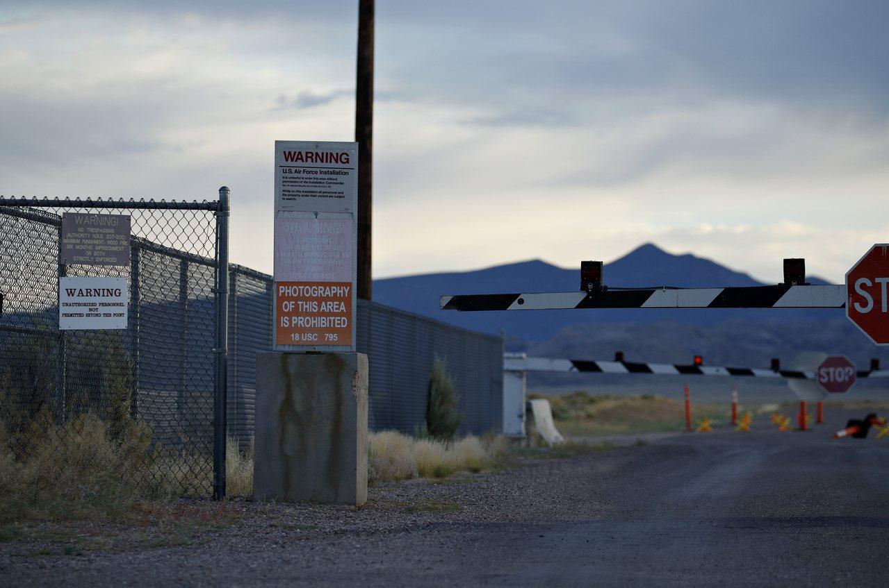 51區其實就是美國空軍在內華達的測試和訓練場,在1950年代專門開發U-2偵察機...