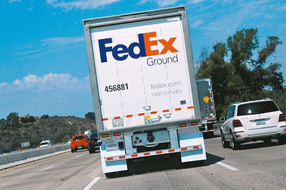 FedEx調降獲利展望,顯示營運深受美中關稅戰拖累,公司表示將加大節約成本的力道...