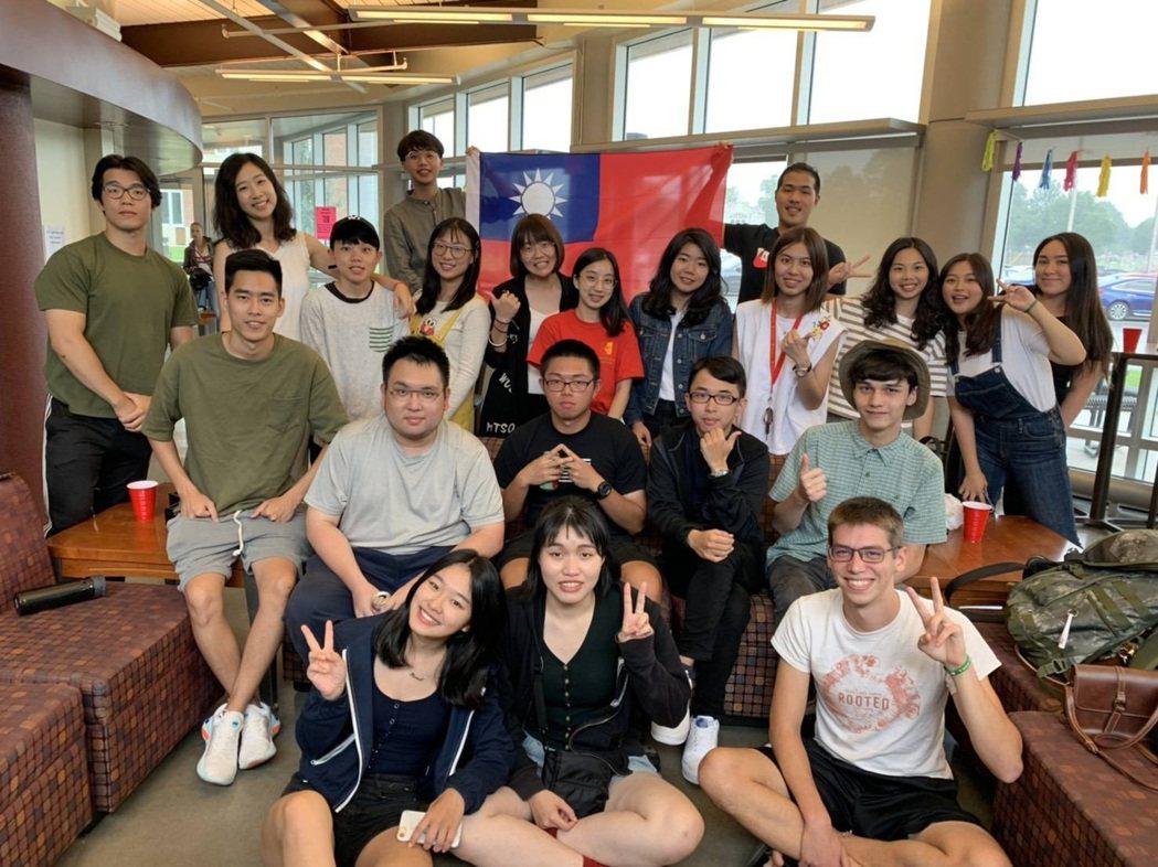 龍華科大獎助學子海外交換及實習,協助獲取雙學位,並拓展國際觀。龍華科大/提供