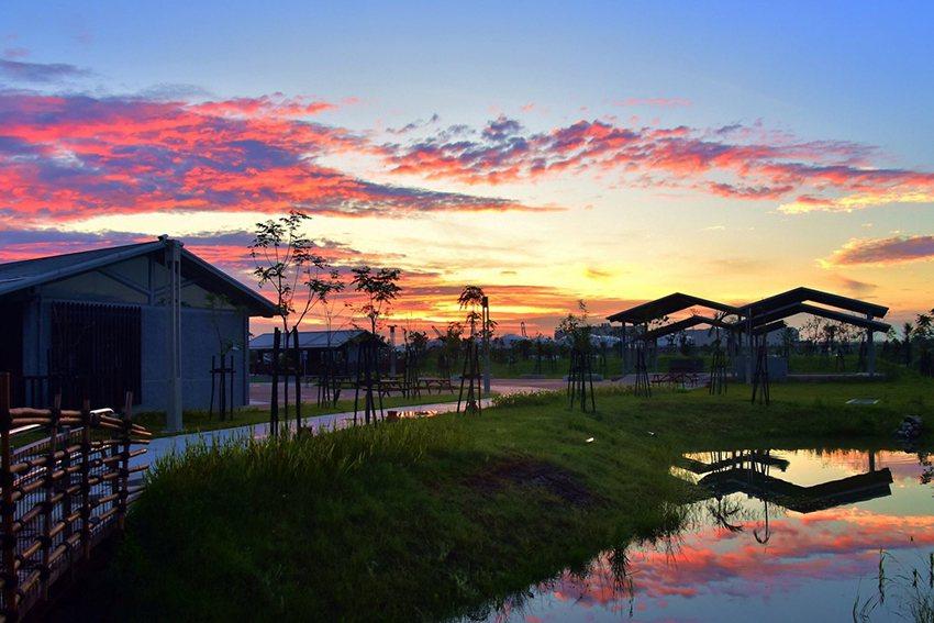 「秋秋臉Night Party」首度免費夜間開放新北考古公園及十三行博物館。 十...