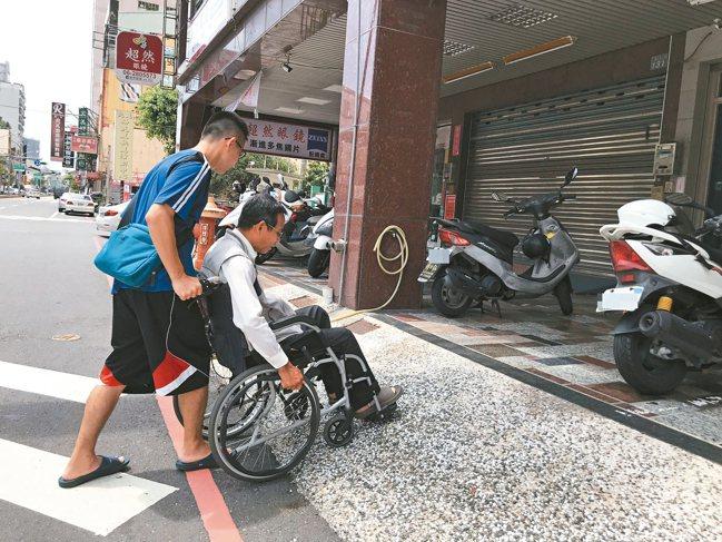 身心障礙聯盟在調查發現,診所對於身障者看診並不友善。 本報資料照片