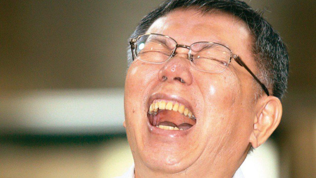 郭台銘宣布棄選總統,台北市長柯文哲上午受訪時說,現在母雞跑掉了,要找個母鴨。 記...
