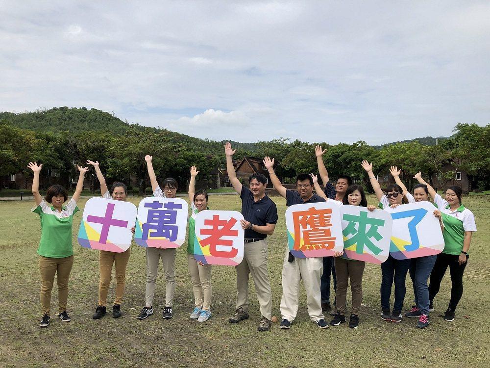 小墾丁渡假村總經理張福生興奮表示:「十萬老鷹來了」! 小墾丁渡假村/提供