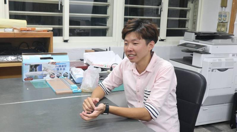目前在無界塾擔任高中的公民科教師謝忠瑋。張瑋珊/攝影