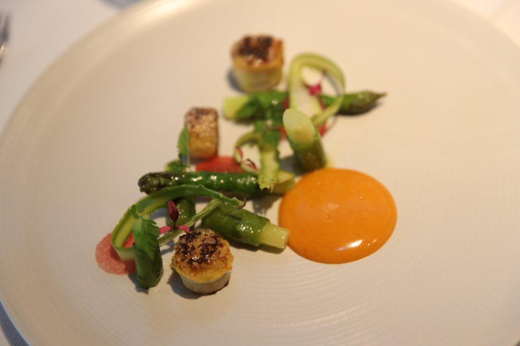 「你我的夏天」:鹹蛋黃、竹筍與綠竹筍,佐法式枸杞伯那西醬。 法國食品協會/提供