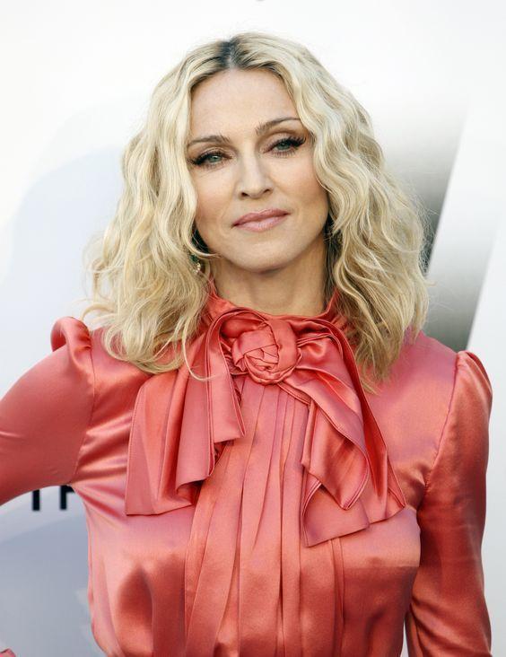 縱橫娛樂圈近四十年,瑪丹娜以強烈前衛的風格穩坐流行教母寶座,對於生活有獨到見解。...