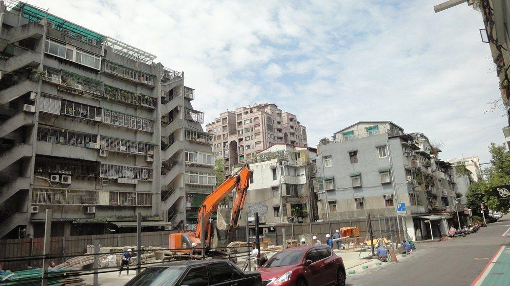 雙北市高的老屋比例,令人十分擔心強震的安全問題。圖/倪子仁提供