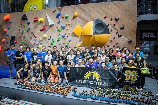 大埔攀岩場目前舉辦攀岩鞋品牌La Sportiva試鞋活動現場聚集許多愛鞋人士。...