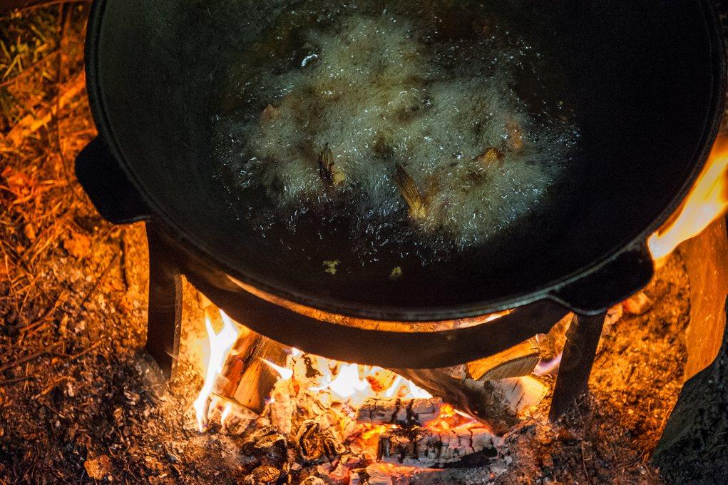 新加坡警方近期接獲死亡案件的報案,進屋後發現一個鐵鍋內裝著燒成灰燼的屍骸。示意圖...