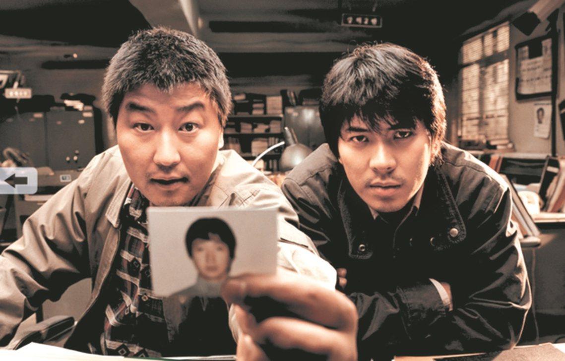 曾被名導演奉俊昊改編為經典電影《殺人回憶》的南韓重大刑事懸案——1986-199...
