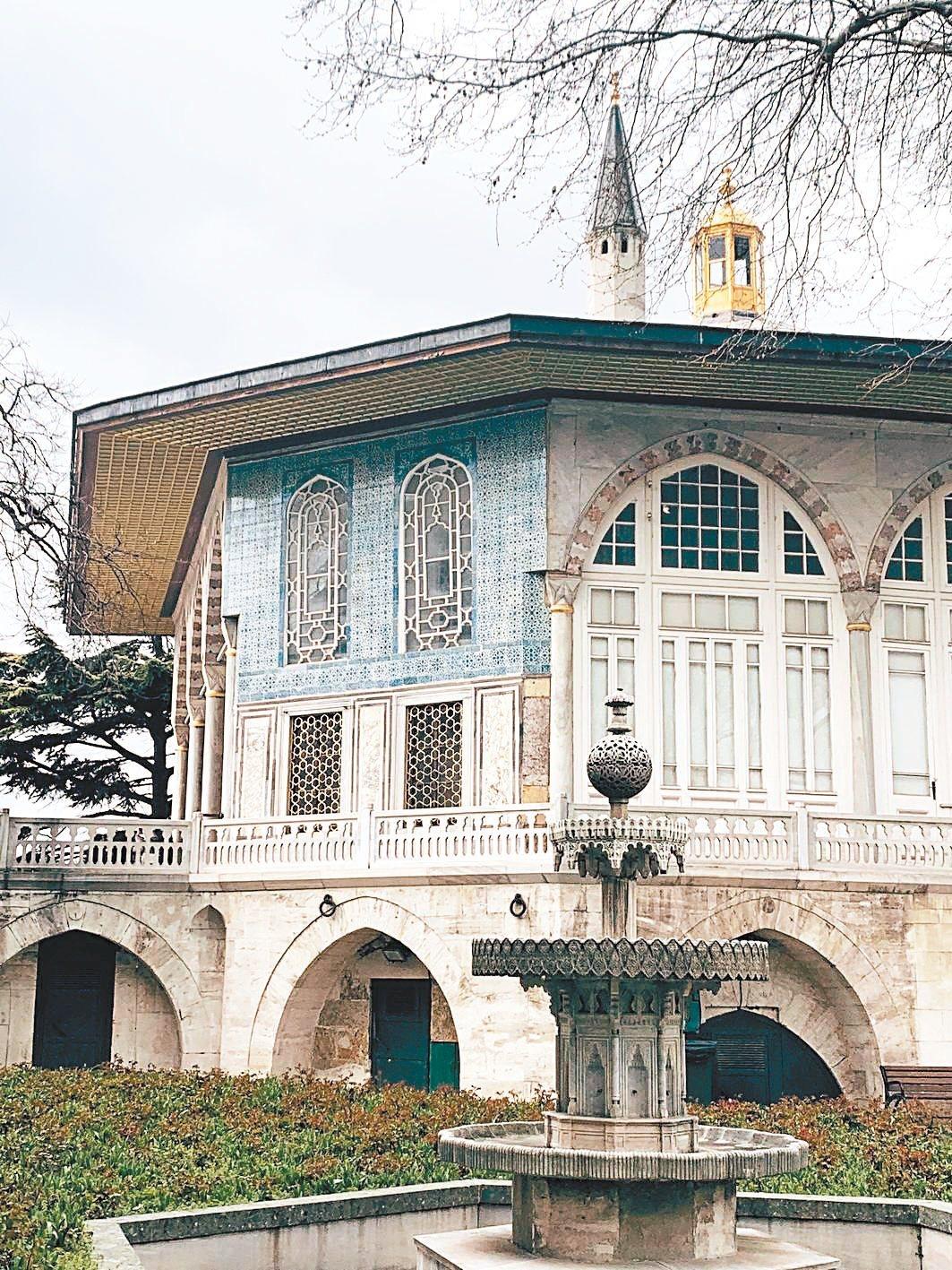伊斯坦堡皇宮裡,多少鎖鍊多少夢。