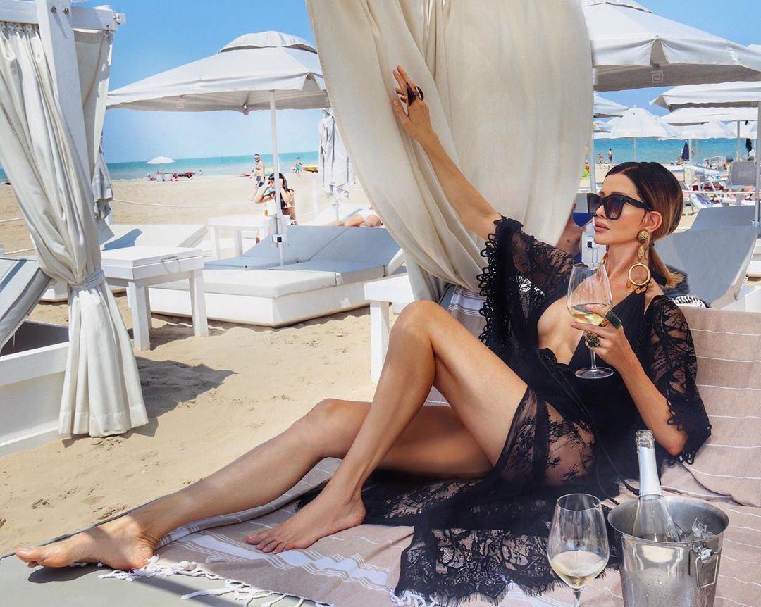 50歲的Žaklina Pisano擁火辣身材兼長腿,完全看不出已成為祖母。圖取...
