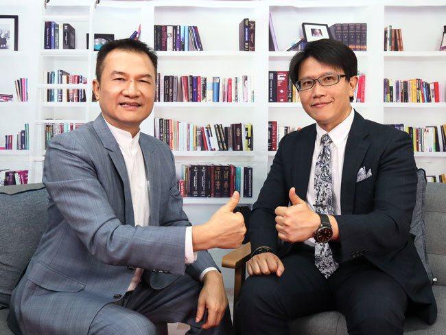理財周刊發行人洪寶山(左)、台灣智庫國際事務部主任董思齊(右)