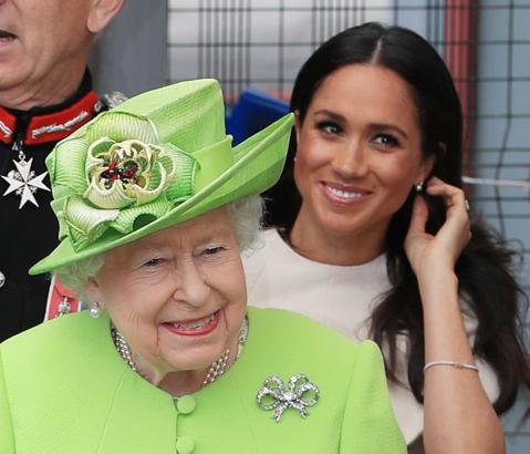 不管行事作風多麼引起爭議,英國哈利王子與妻子梅根仍是英皇室最受矚目的話題巨星,一舉一動都會引發熱烈討論及大篇幅報導,但最近傳出英女皇伊莉莎白二世下令禁止任何人和她談到哈利與梅根,難道他們太過自我、樹...