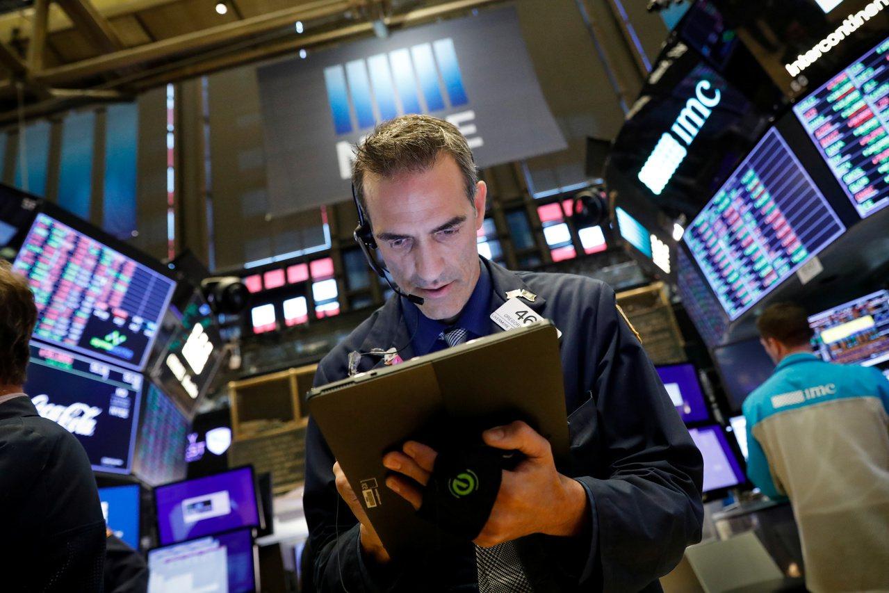 美股周三持穩,市場關注Fed降息展望。 路透