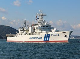 日本海上保安廳PLH02巡視船已在事發海域搜救,我海巡署也已派桃園艦前往救援。圖...