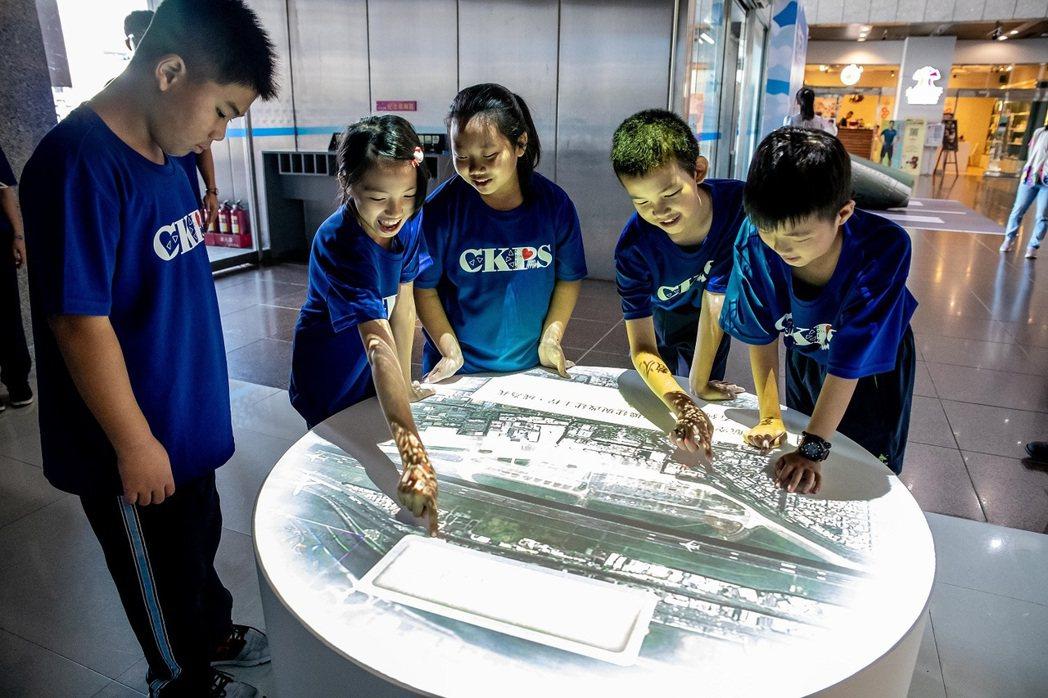 小志工營將透過有趣的互動裝置,以寓教於樂方式帶小朋友認識台北城市的航空發展。圖/...