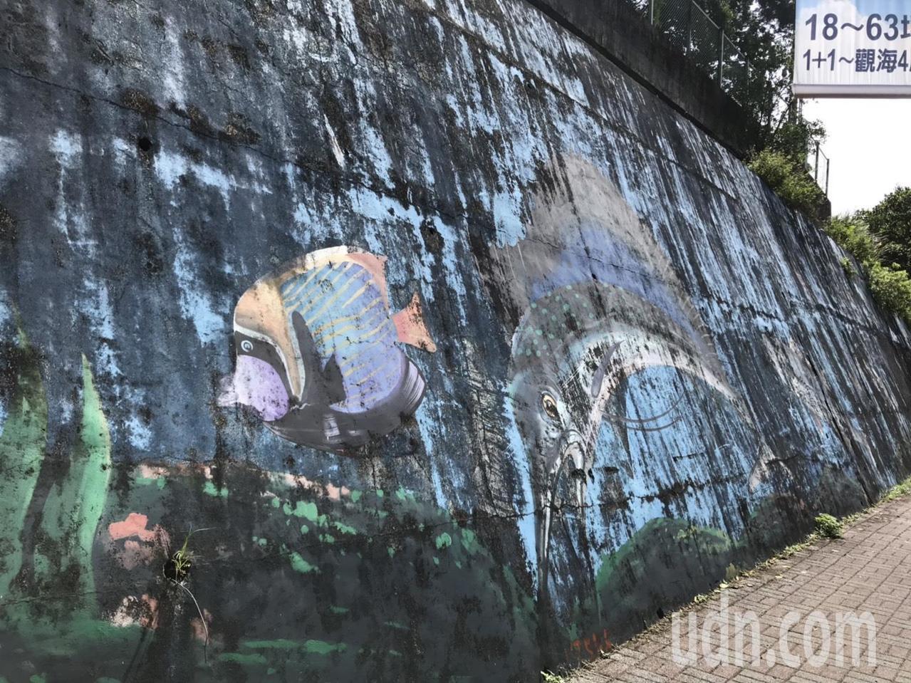 基隆市因為山坡地、斜坡多,各區都有不少擋土牆,長久以來多會彩繪或設置一些海洋生物...
