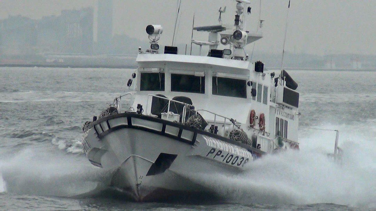 這款「船舷防碰裝置」加裝在澎湖海巡隊的PP-10038艇上,今天驗收通過,若效果...