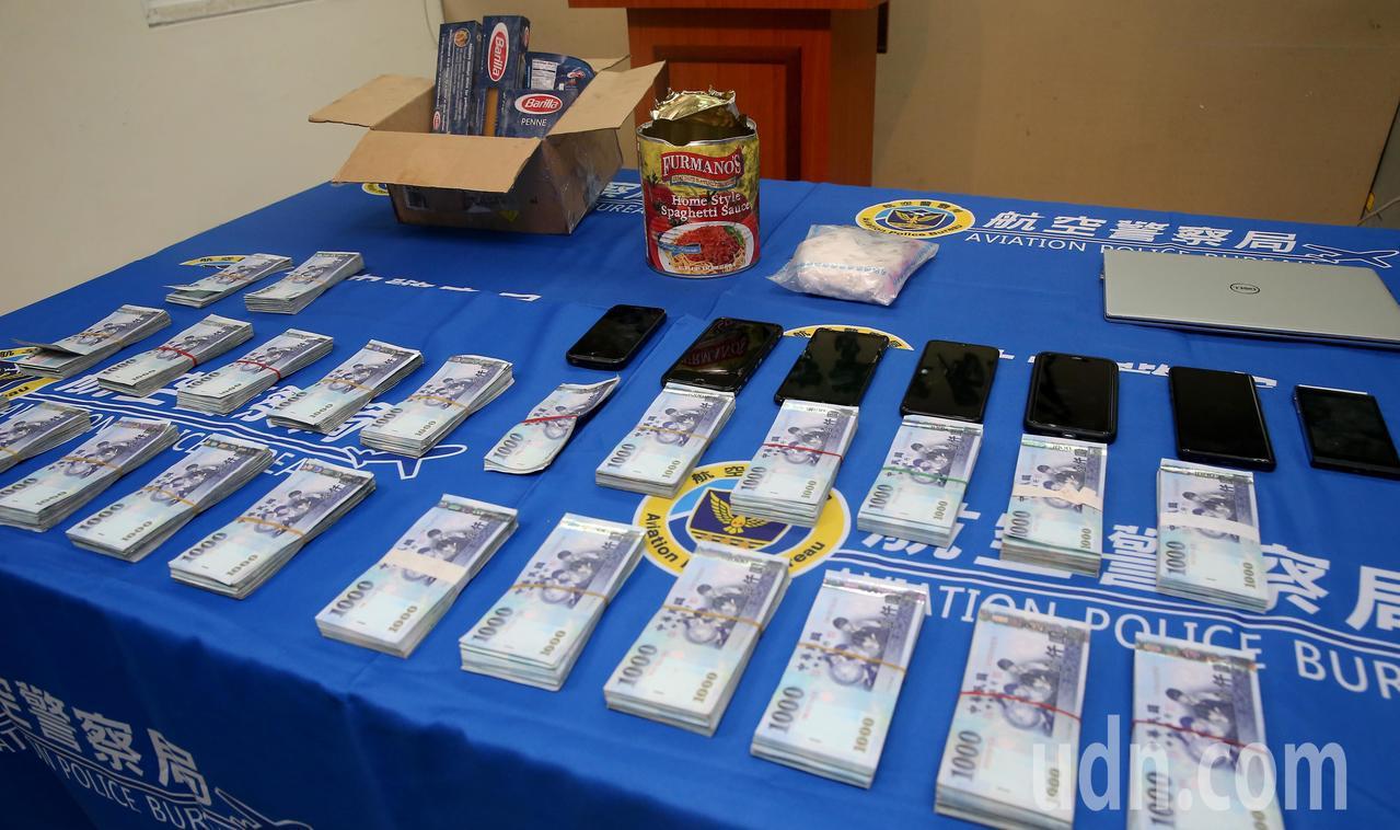 航空警察局會同關務署台北關共同查獲台灣首宗夾帶古柯鹼闖關入境案,起出市價超過35...
