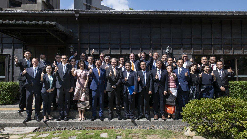 新竹市長林智堅今天再邀集荷蘭與歐洲多家半導體企業、竹科園區廠商於辛志平故居會面。...