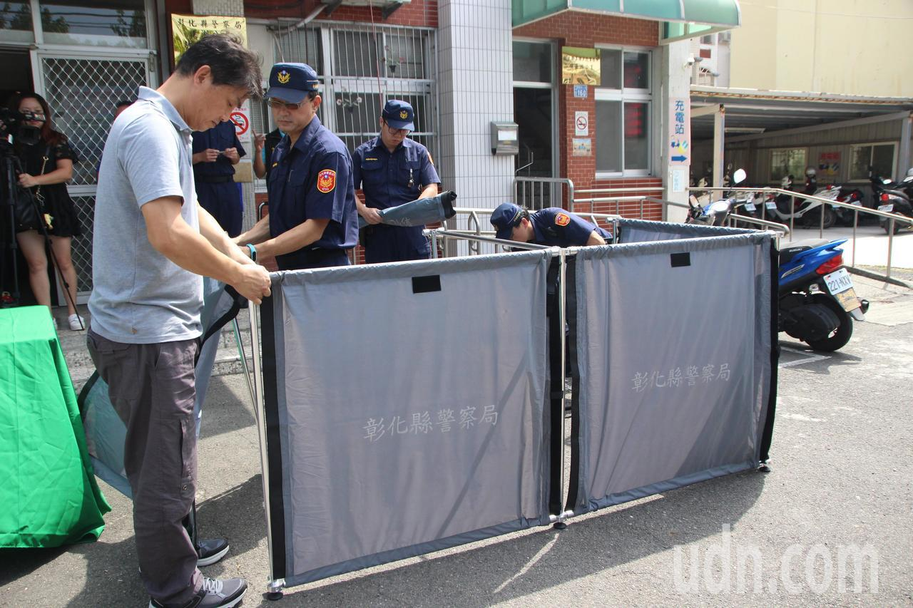 善心人士捐贈大體帷幕,希望由警方留給死這最後尊嚴。記者林敬家/攝影