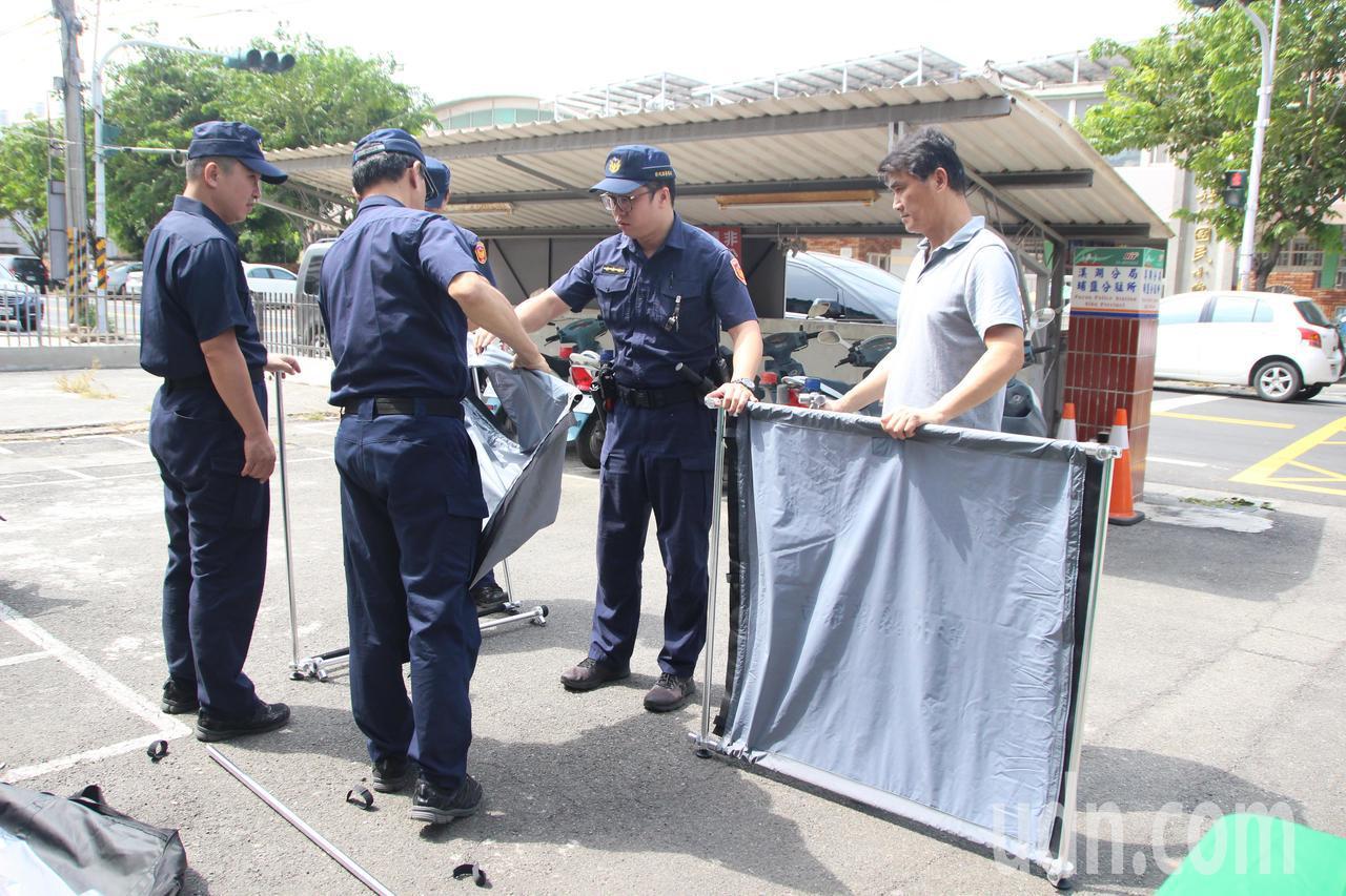 組裝式大體帷幕將在刑案或事故現場派上用場。記者林敬家/攝影