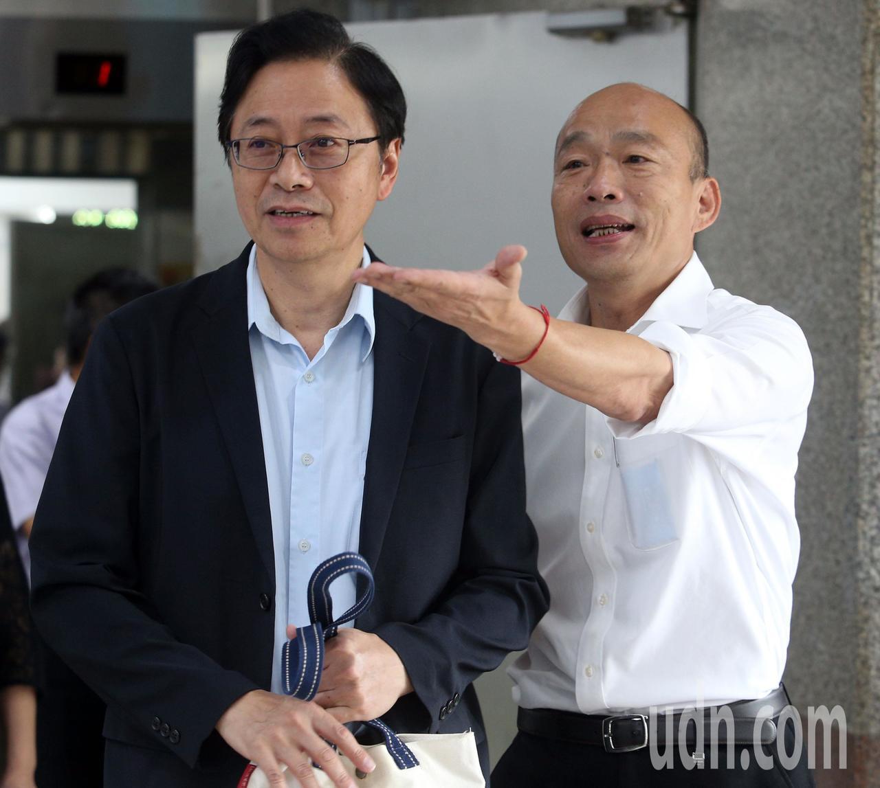 國民黨總統參選人韓國瑜(右)與國政顧問團總召張善政(左)。記者劉學聖/攝影