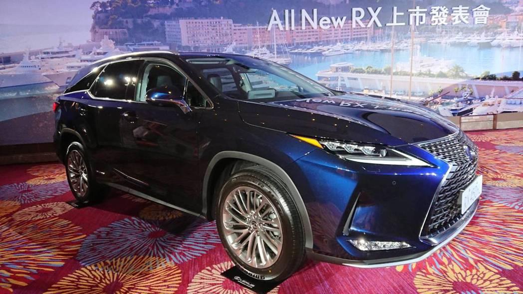 RX450hL售價347萬元、RX350L303售價萬元。黃淑惠攝