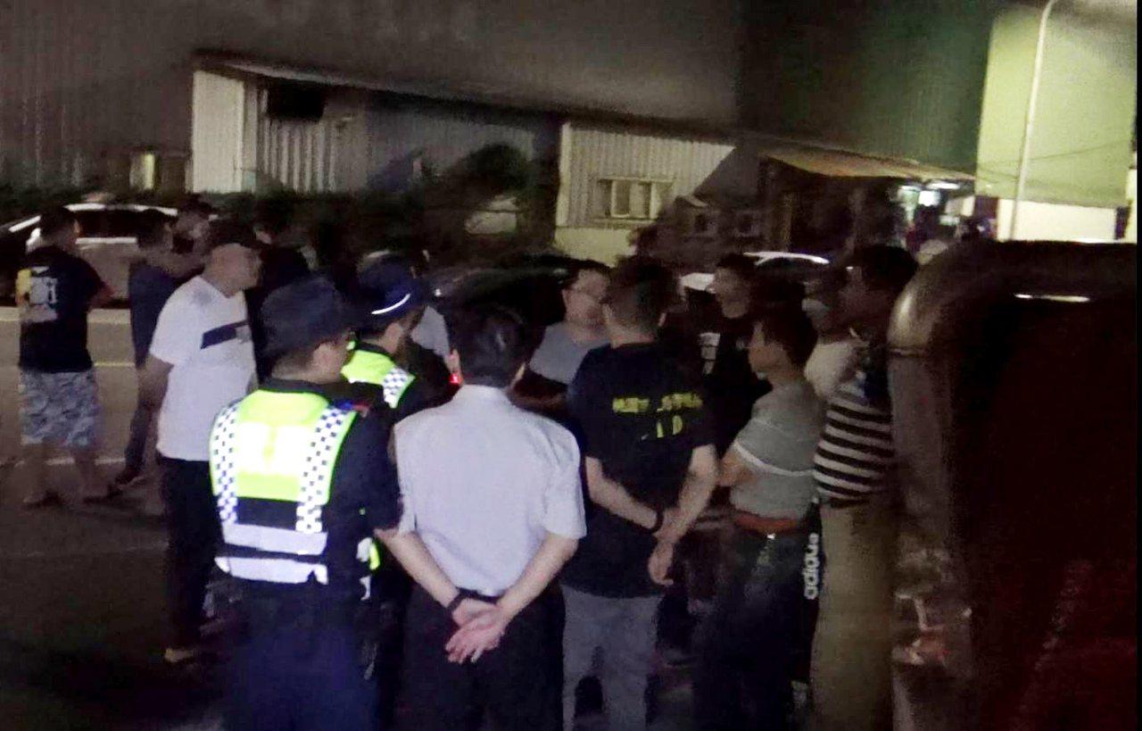 蘆竹區一家鋼鐵工廠遭黑衣人闖入搬空工廠機具、原物料,老闆指控警方放任如同「保鑣」...