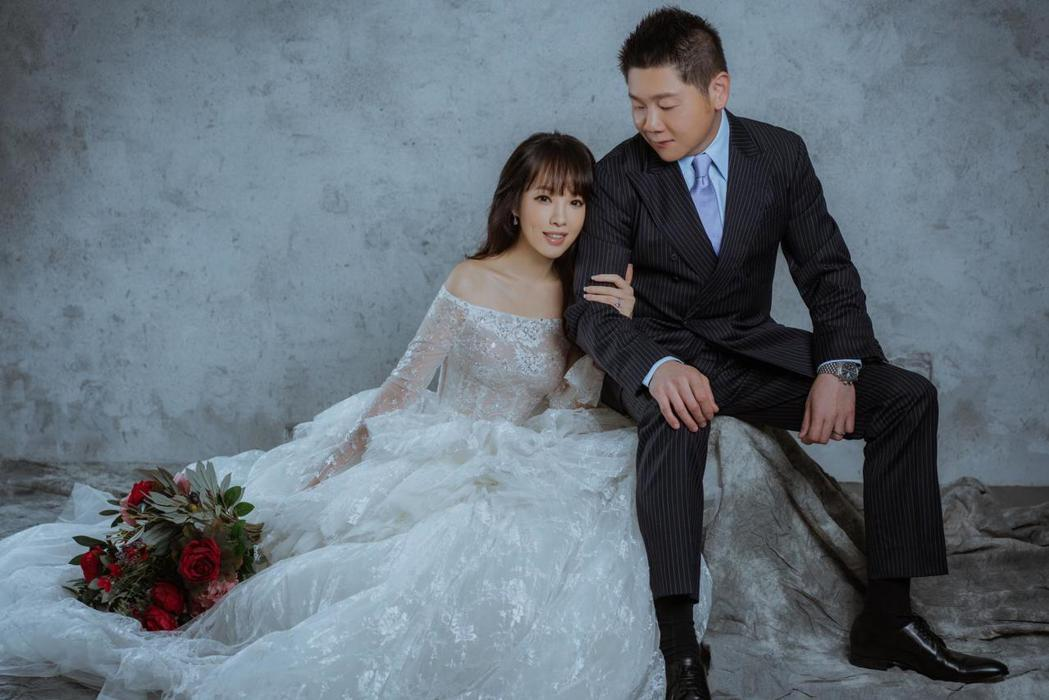 朱蕾安(左)與老公交往2年步入婚姻。圖/CH WEDDING提供